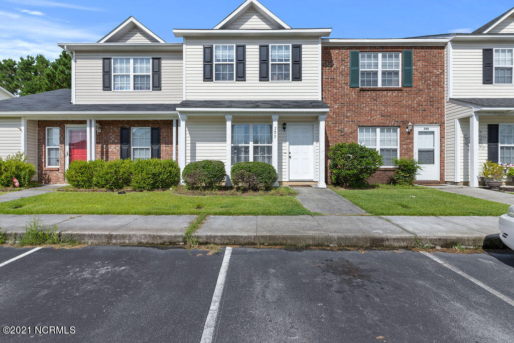 Great townhome, close to Camp Lejeune. Large kitchen area and 2 rooms upstairs with private bathrooms. Add the one to your showing list TODAY!