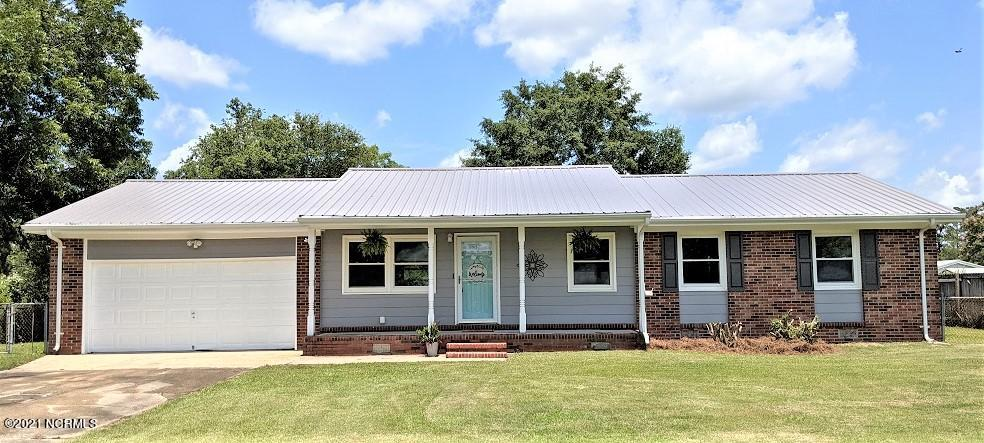 Four bedroom with two full baths centrally located near the front gate of Camp Lejeune.  All new flooring and freshly painted inside and out, including metal roof.  New range, refrigerator and dishwasher.  Open and bright with a large, fenced yard