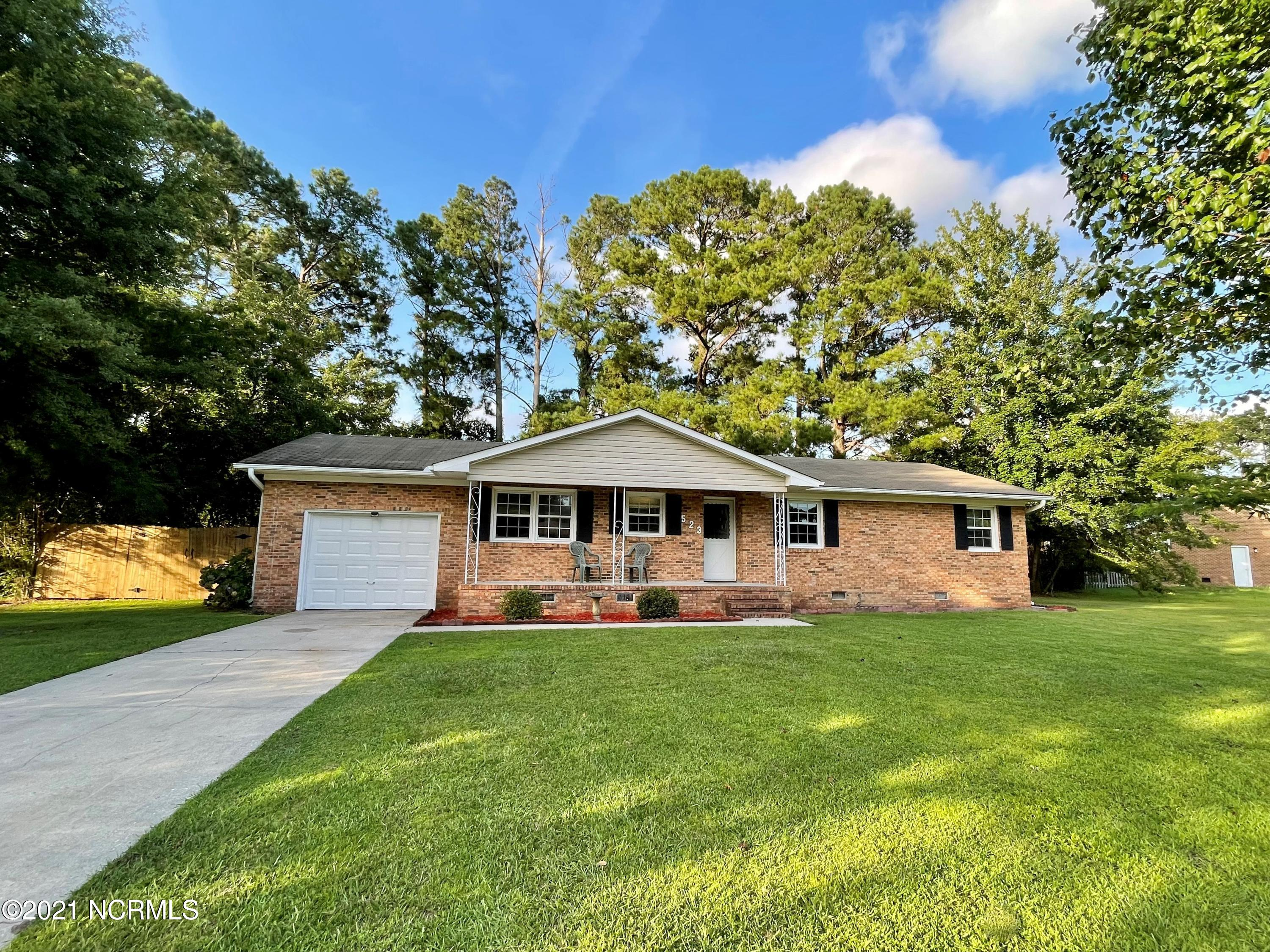 Close to Camp Lejeune and New River Air Station this 4 bedroom, two full bath home is located in a well established neighborhood of Brynn Marr, close to restaurants, schools, shopping and Onslow Memorial Hospital.  Schedule your showing today.  Sellers have purchased a home warranty from 2-10 for buyers and sellers are also offering $2,000 for buyers to use as they choose.