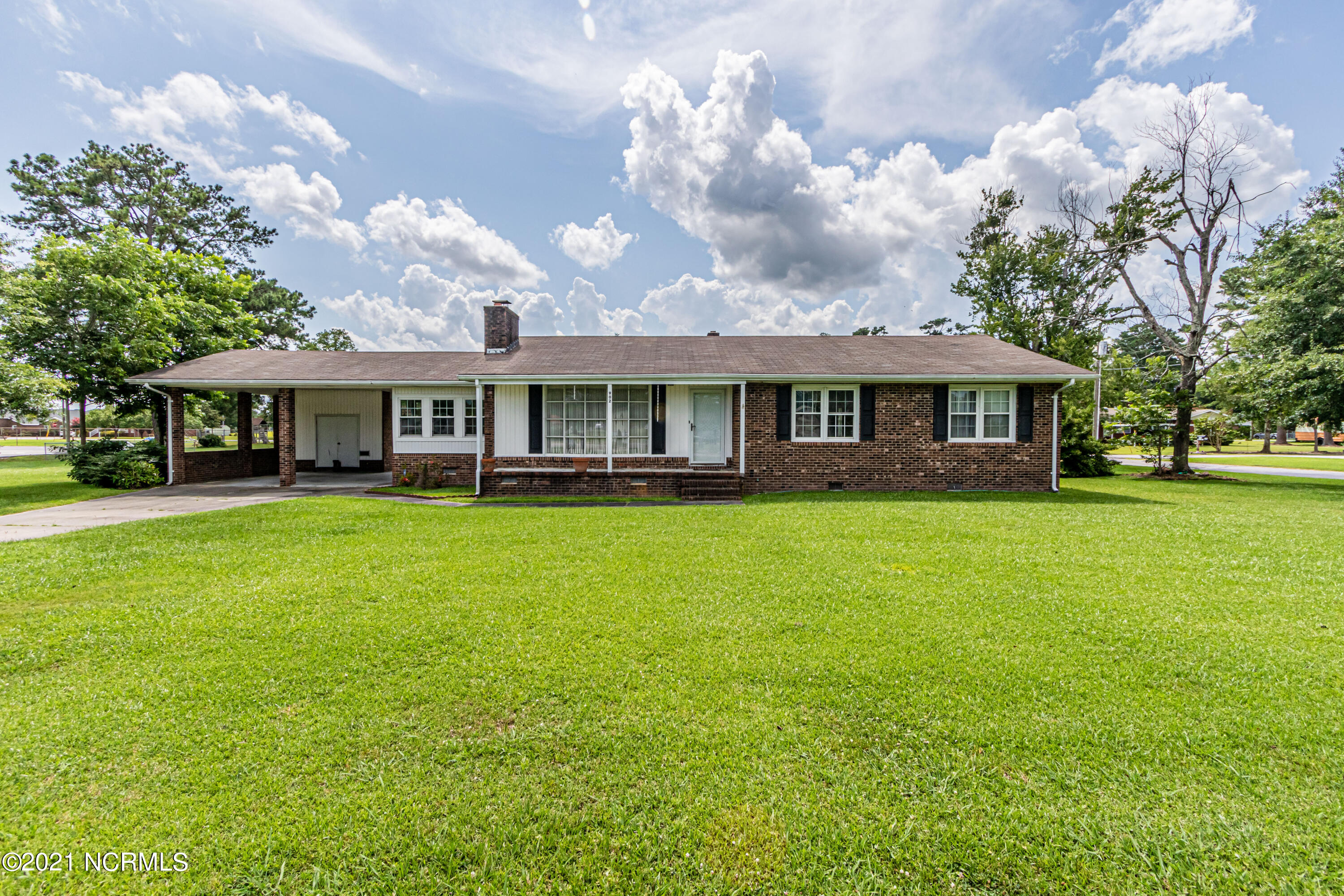 Beautiful 3 Bedroom brick home just 15 minutes from Jacksonville and 25 minutes from Emerald Isle beach!  Loacted in the heart of the quite town of Maysville!  Well established  and well maintained large yard for children and pets to play!  Schedule your showing today!!!!