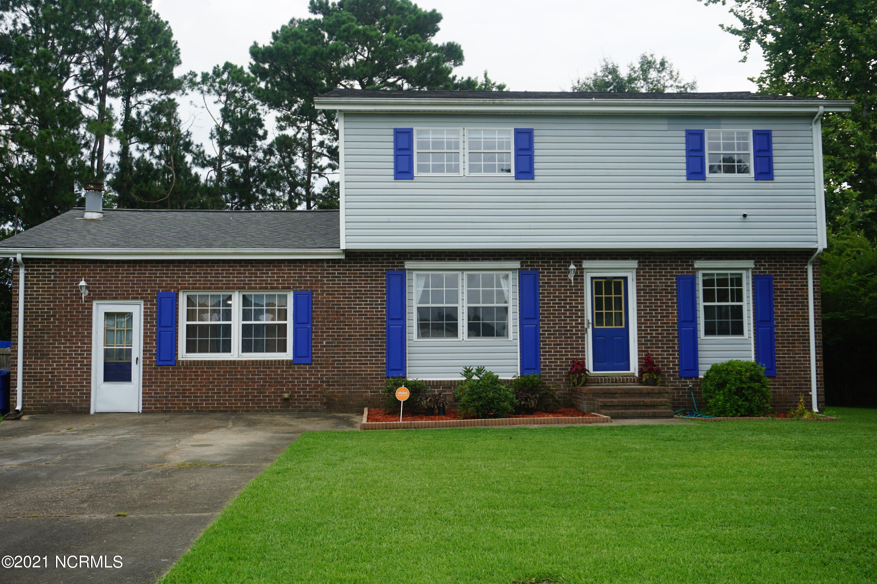 Wonderful home tucked in the quiet Brynn Marr subdivision. Conveniently located less than a mile from Camp Lejeune's Main Gate and a short drive to Jacksonville's mall, shops and restaurants. This spacious 3 bedroom, 2.5 bathroom home includes a HUGE sitting area off the Master Bedroom that can also be used as a nursery or an office.  Venture downstairs and you'll also find a large family space with a beautiful stone fire place and accent beams in the ceiling and a large fenced in backyard. This home boasts over 2200 heated sq. feet and is freshly painted with updates throughout including LifeProof vinyl flooring on the main floor and Vivint Security System. This well loved home is ready for it's new owners! Schedule your showing today!