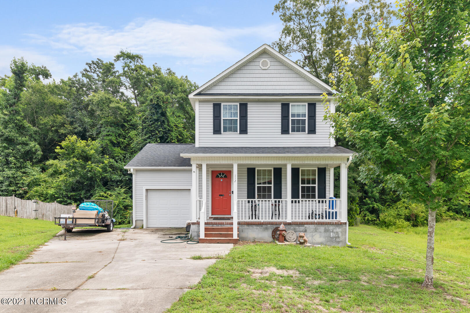 Amazing home located right outside Jacksonville close to Marine Corps Bases and sitting on almost an acre of land.  Schedule your tour today this will not last long!