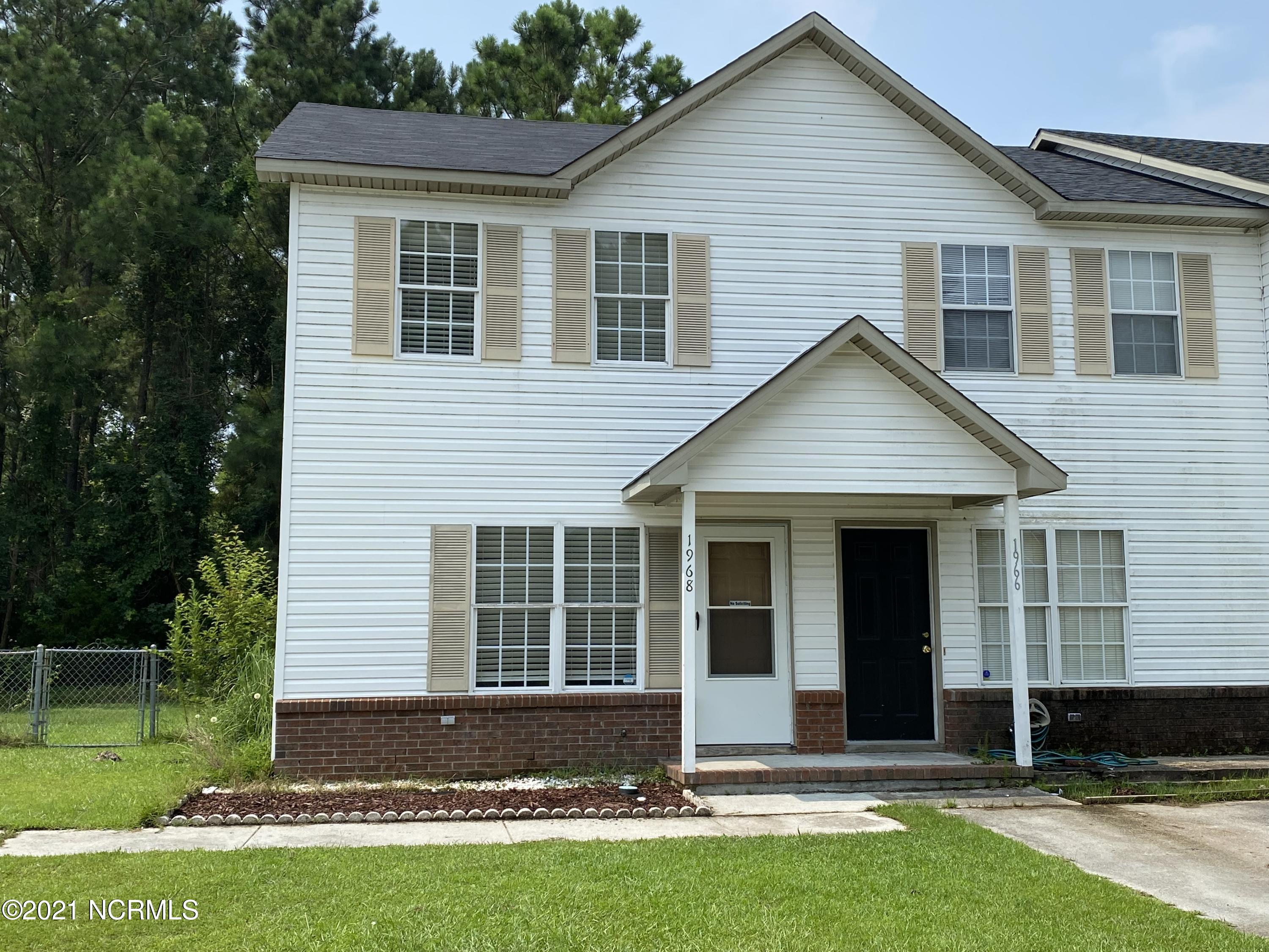 An end unit townhome with an large fenced lot! This 2 bedroom home is sure to please. It is located close to the bases, schools, shopping, churches and only a short drive to the beach. Don't delay or this one will get away!