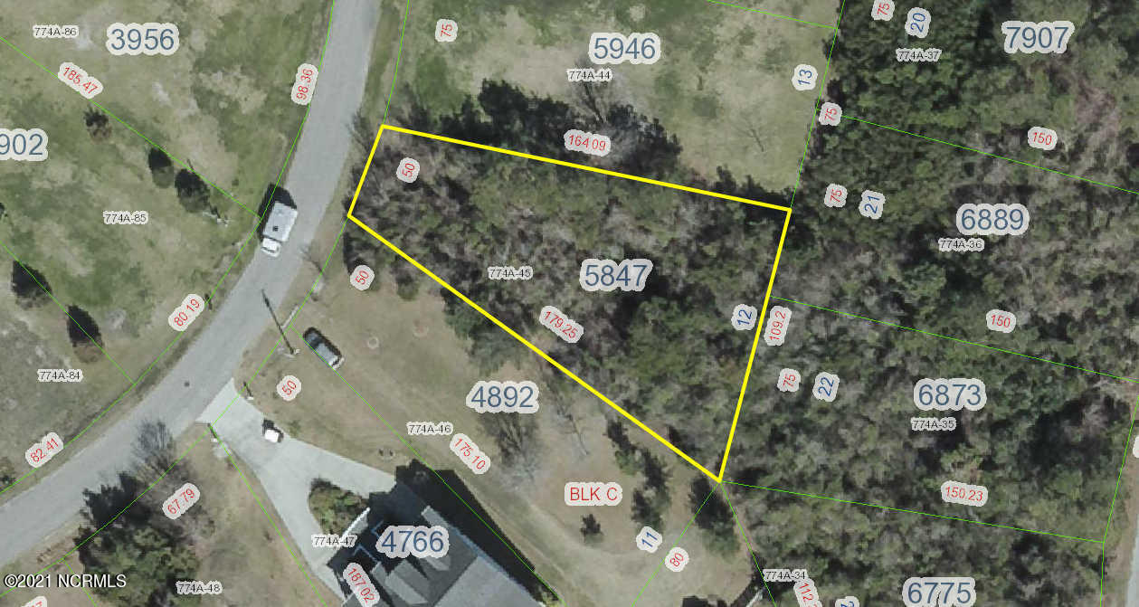 Great neighborhood for outdoor activities!  Walk, bike or golf cart around the hood and take the dogs for an outing.  Build on pilings and get a view of the waterway and possibly North Topsail Beach.  Water and sewer are available.