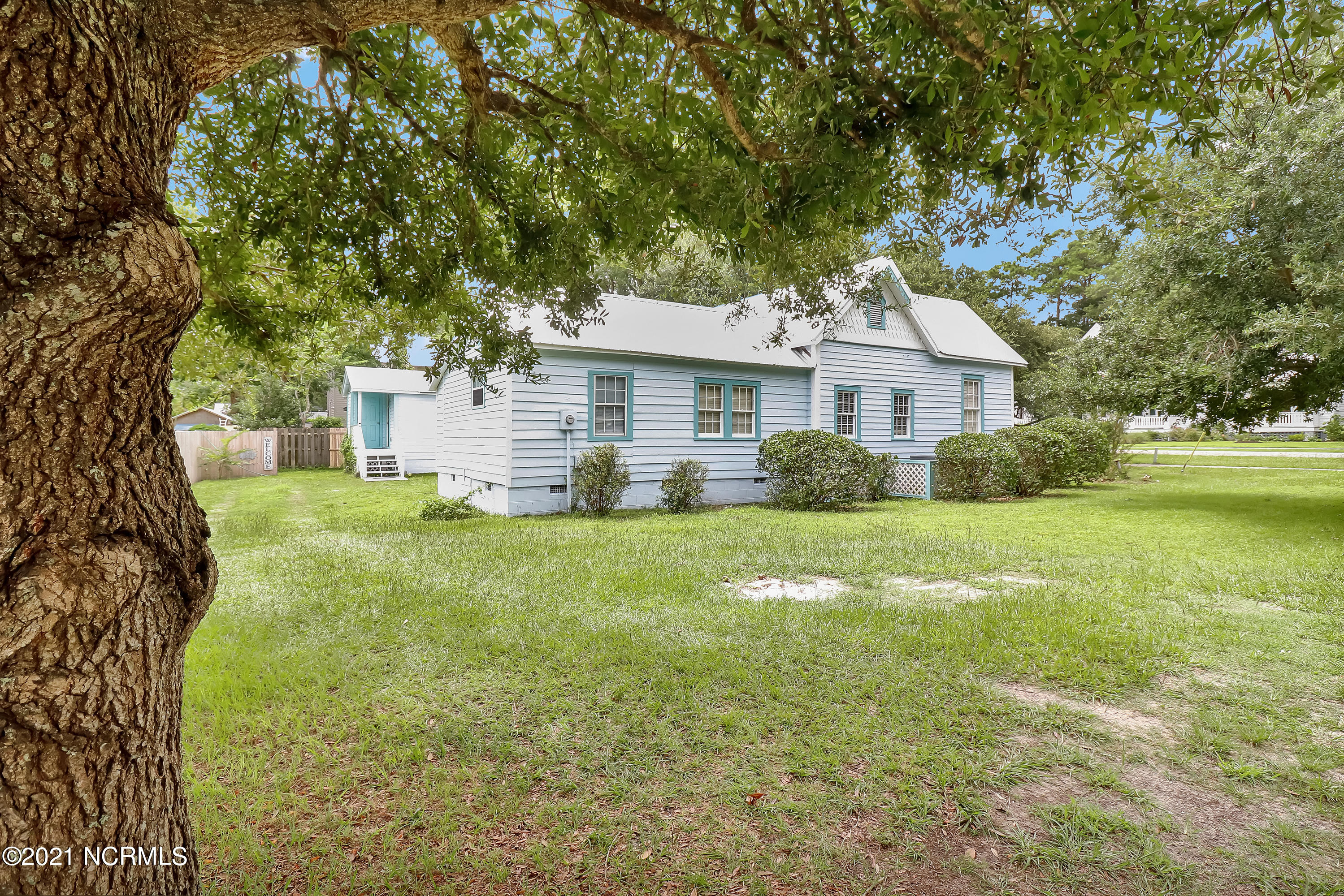 320 N Lord Street Southport, NC 28461