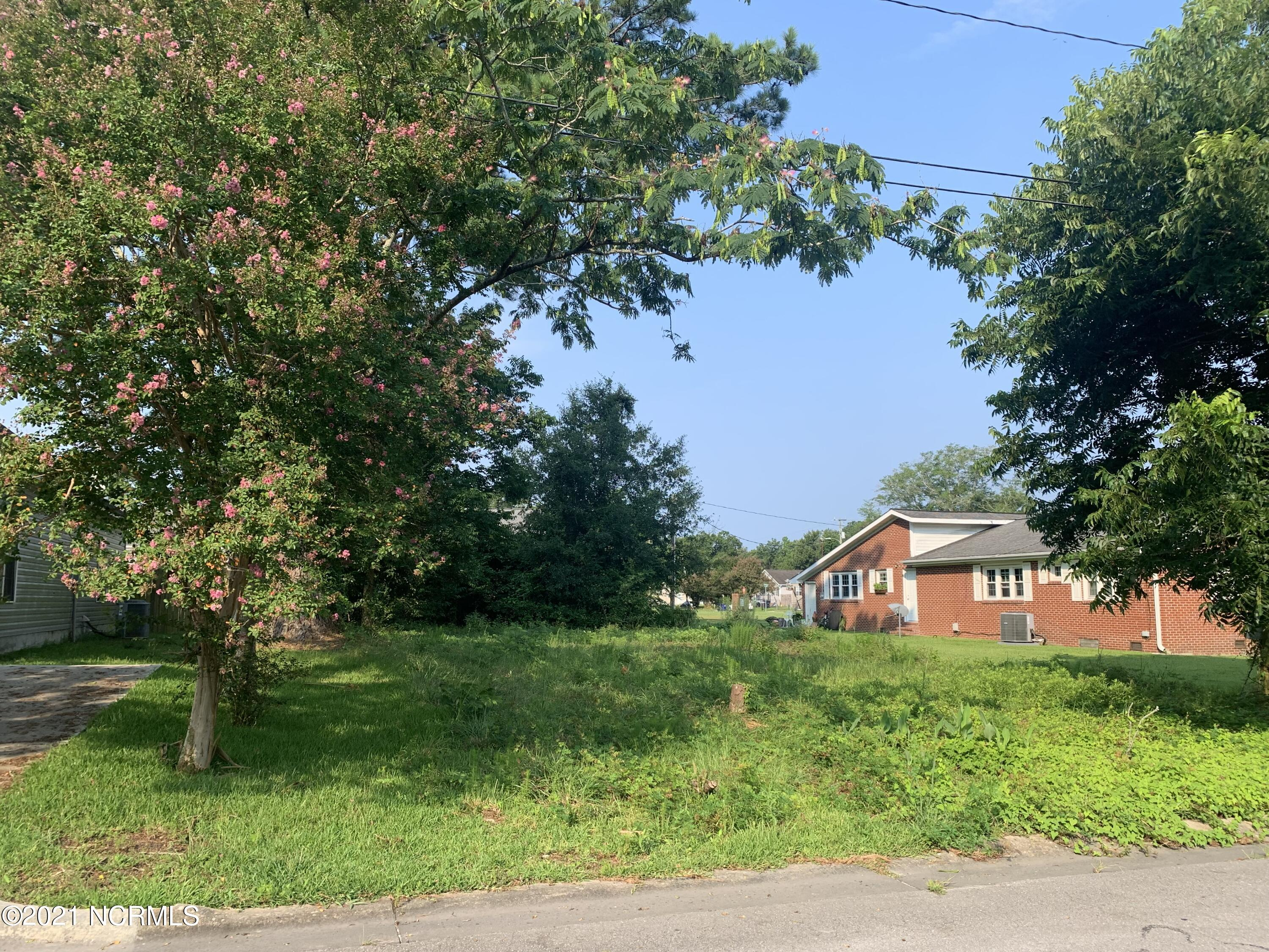One of the few great buildable, cleared lot in Jacksonville city limits. Build your dream home with city water and sewer access. Lot is located in Sabiston Heights neighborhood. Enjoy convenient access to downtown, Camp Lejuene, shopping center, restaurants, parks and more!!!