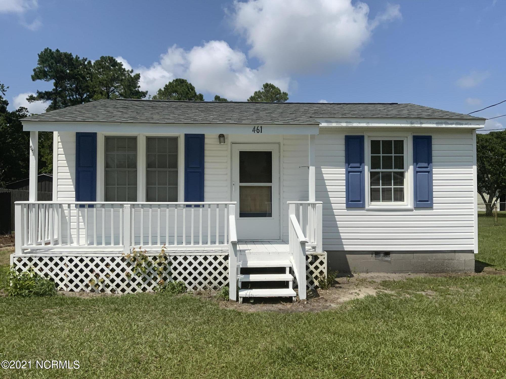 Cute bungalow conveniently located to Topsail Beach, Camp Lejeune, local restaurants, and shopping.  Great 2 bedroom, 1 bath home with a new roof and low utilities.  Looking to downsize, a vacation home, or just getting started?  Looking for a place to store your fishing and hunting toys?  Looking an affordable home located less than 5 miles from the beach and public boat ramp?  This is the home!  Contact your agent today and schedule a showing.