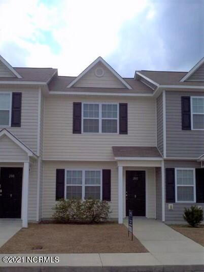 Nice 2 bed/2.5 bath Townhome. Vacant and Ready to Move in!!! Great for first time buyer or Investor. Minutes from Camp Lejeune back gate, shopping, entertainment, beach, etc...