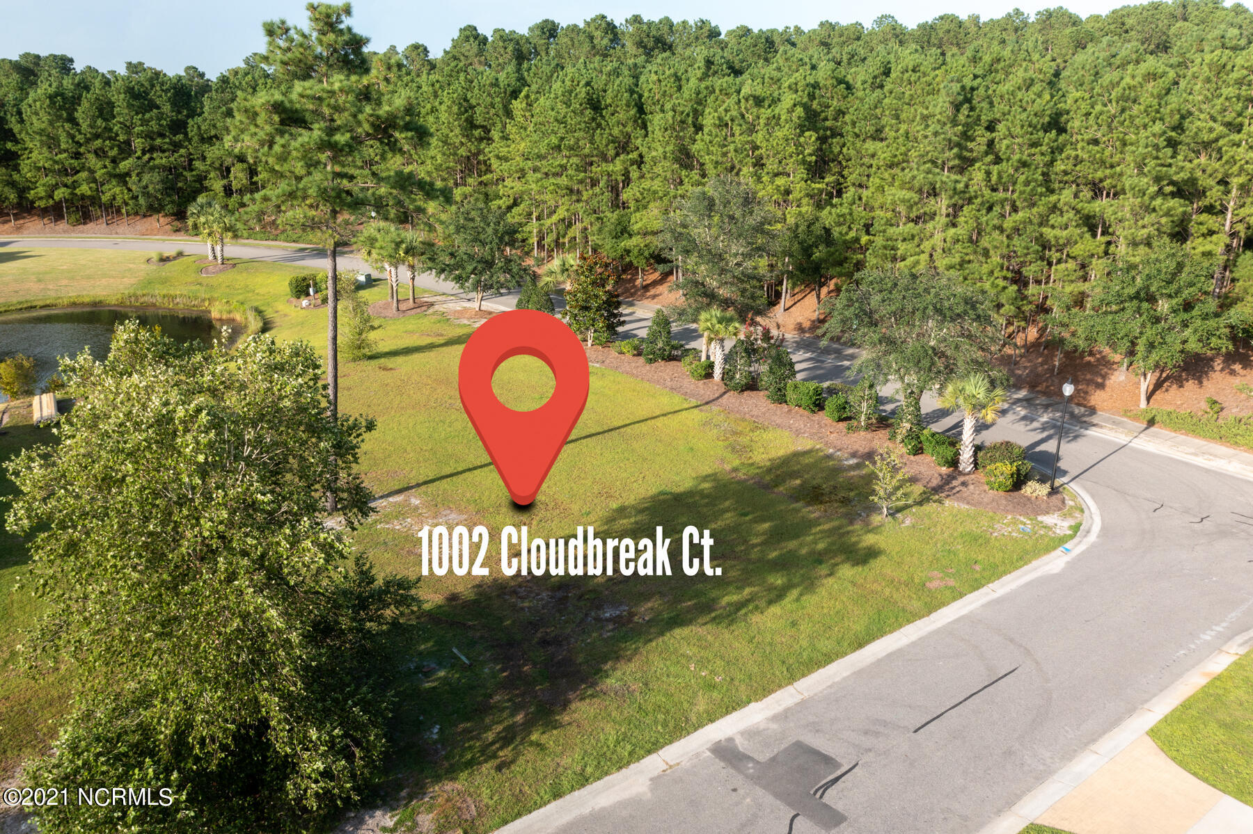 Looking for a place to build your dream home? This large, corner lot, backing up to the canal could be the one! You can enjoy all that Waterford has to offer with all of its amenities, and the convenience of all the shopping, dining & activities available in growing Leland.