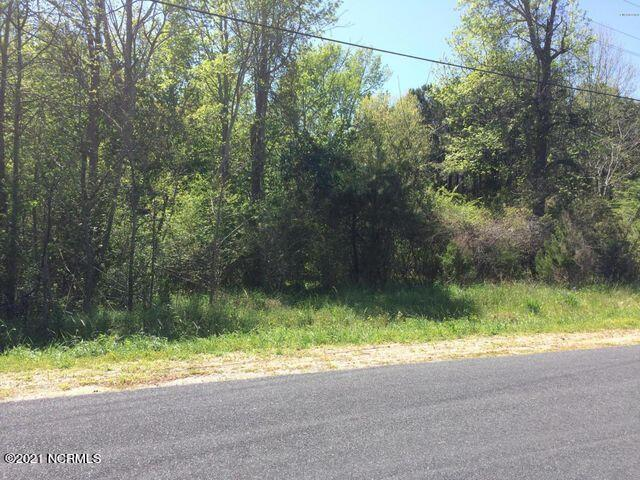Nice sized lot ( .97) zoned Residential Agriculture in Sneads Ferry with close proximity to beaches, Camp Lejeune and boat ramps.Has expired septic permit for 3 Bedrooms (must be verified.)