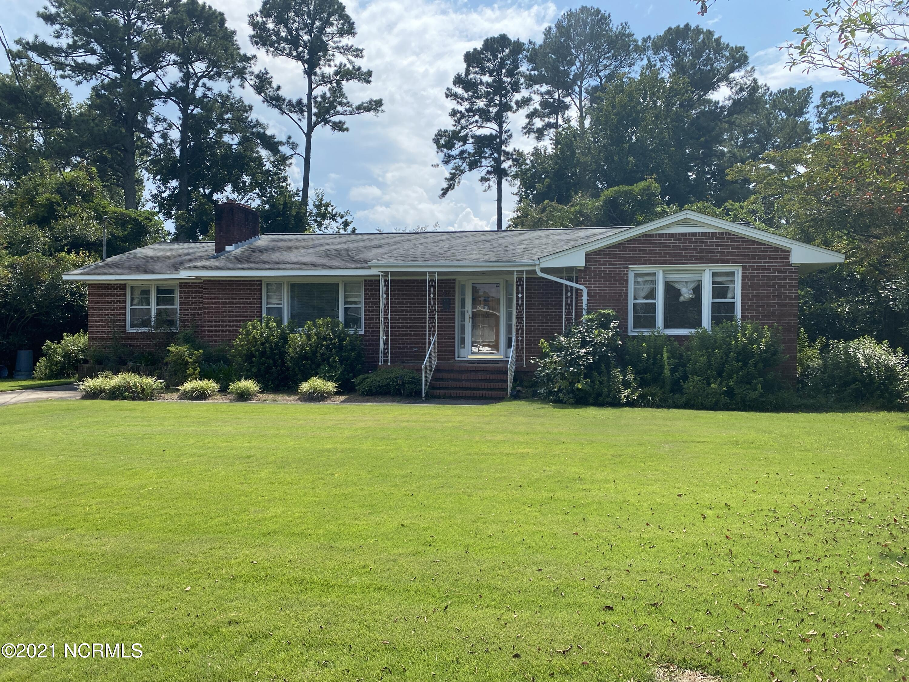 GREAT LOCATION!!  In the heart of Jacksonville.  Take a look at this all brick 3 bedroom, 1.5 bath home home with beautiful hardwood floors. This home has a lot of potential.  Just needs a little TLC. Ready to move into today.  Don't miss out on the opportunity to make this home yours.  Walking distance to all three schools.  Close to shopping, restaurants, and much more.  Call today to schedule your showing. Hoe is being sold as is.