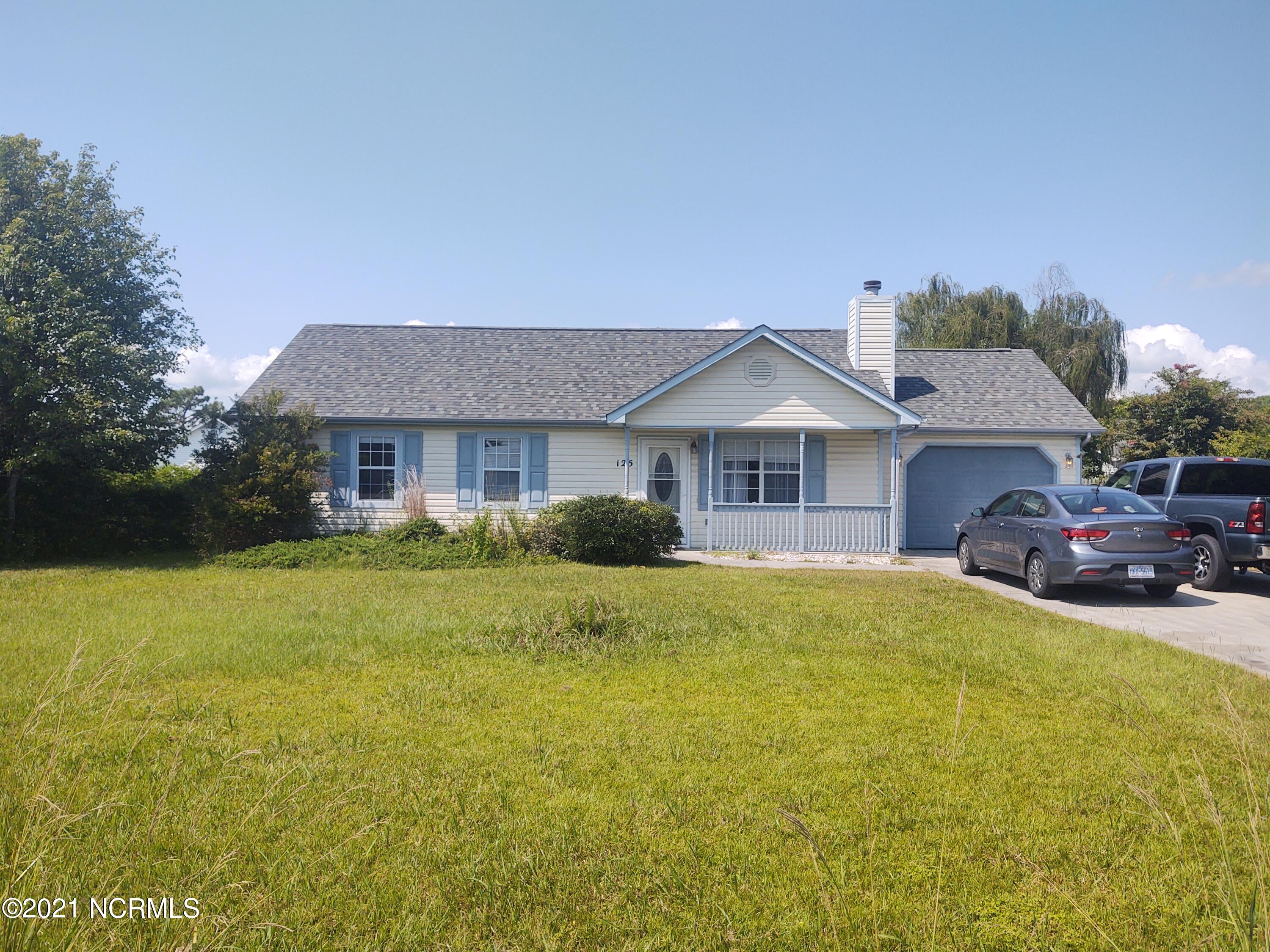 This very cute home has a vaulted ceiling in the living, new tile in the kitchen, modern stainless steel appliances, and a small swimming pool out back!  Located in Hubert, it's just a short hop to the east gate of Camp Lejeune, and just a few minutes to Jacksonville.  Schedule your showing today!