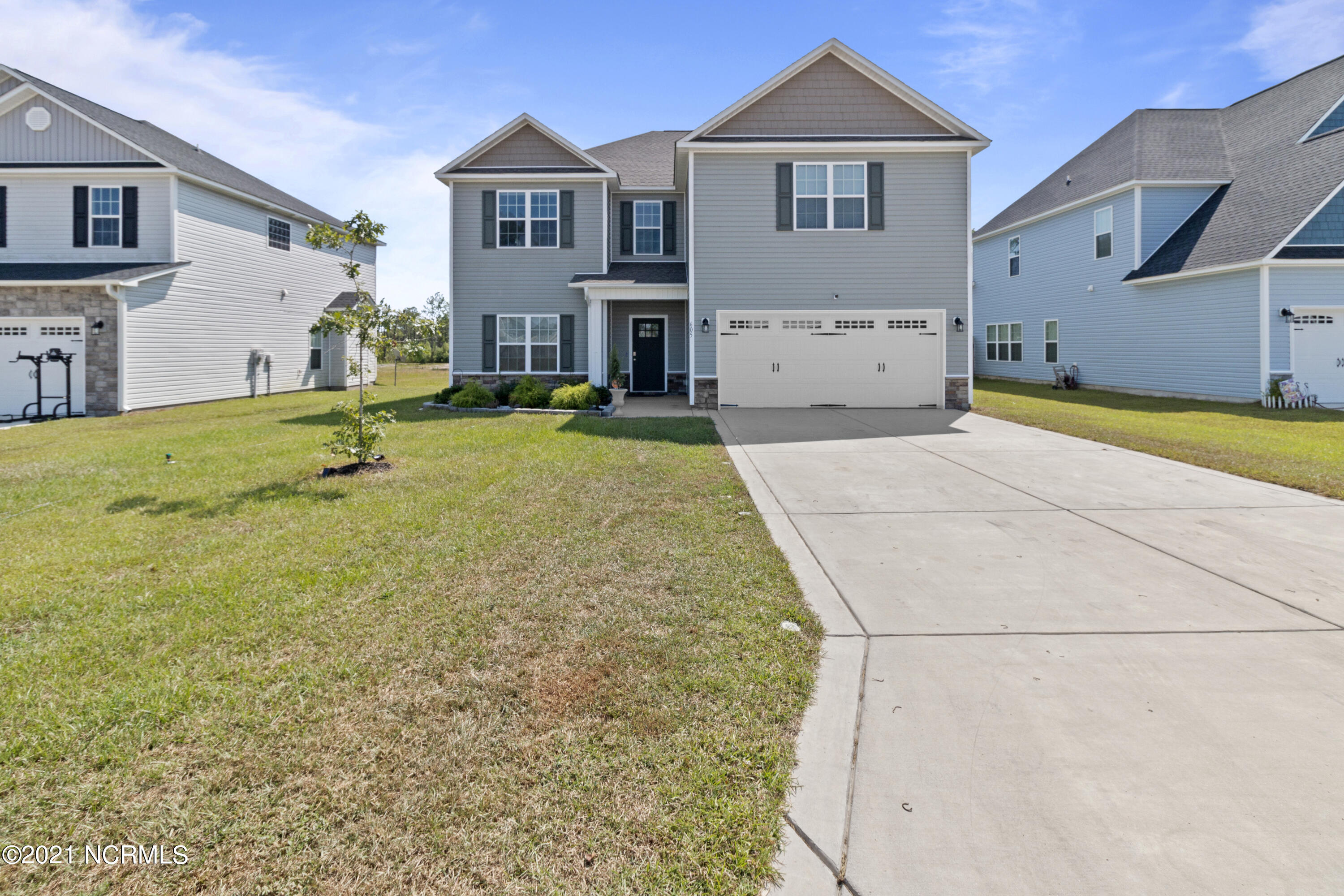 Beautiful home located in the sought after community of Oyster Landing in Sneads Ferry! Home is located minutes away from the beach.  And features an over-sized kitchen, formal dining room and living room perfect for entertaining. There is a bedroom downstairs and a full bathroom downstairs.  Upstairs you will find a large loft and three other bedrooms, a huge Master bedroom and huge walk-in closet. This home is a must see!