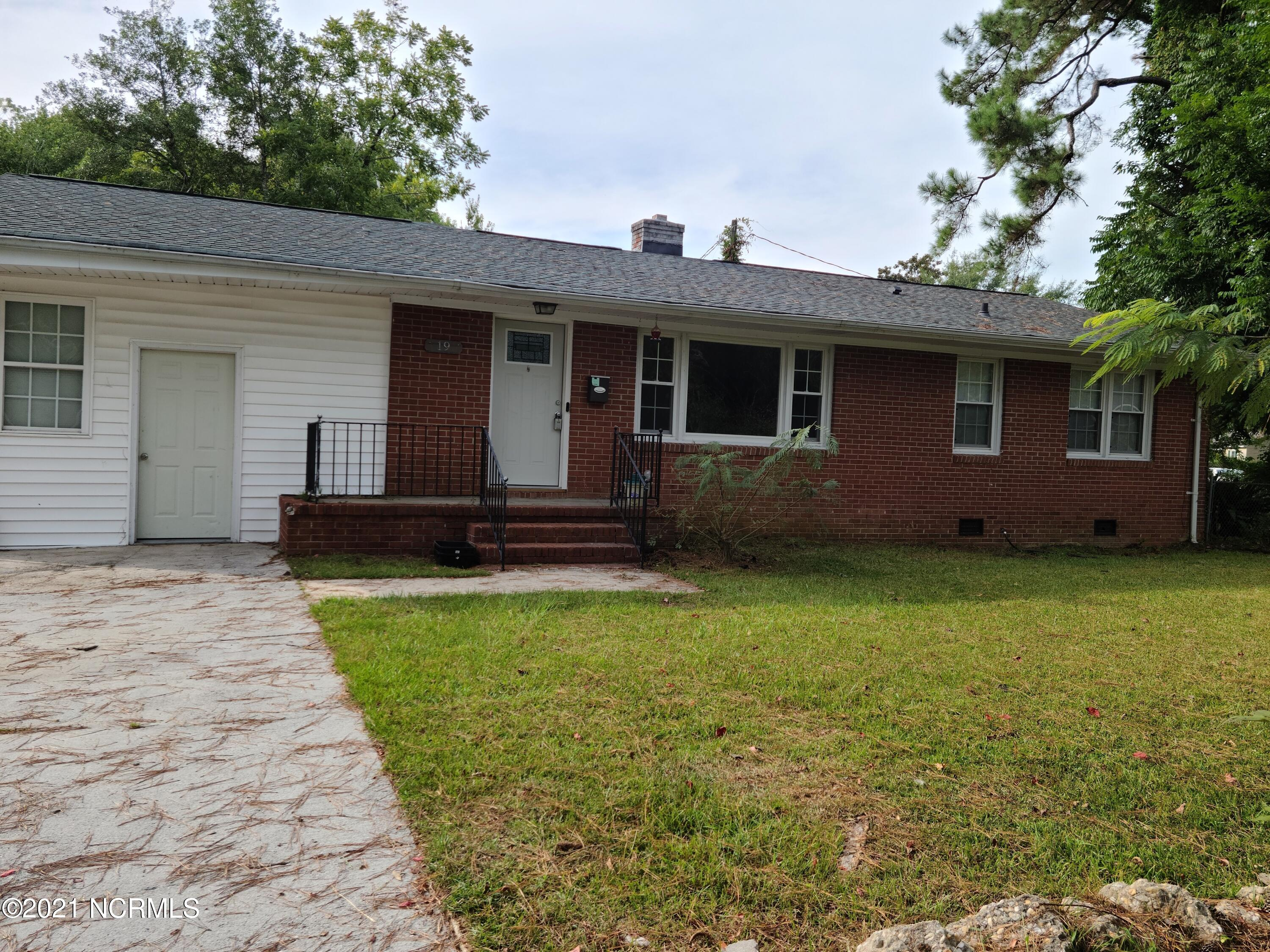 Located in the Jacksonville City Limits in OakGrove Subdivision, 3 bed, 1.5 bath, On a Large Corner Lot could be your dream home or a stop along the way. Back yard is fully fenced so the kiddos or pets can play. The home boast approxmatley 1649 HtSQFt  of living space there is even a storage building out back to keeo your yard toys or lawn equipment, Schedule your private viewing today.