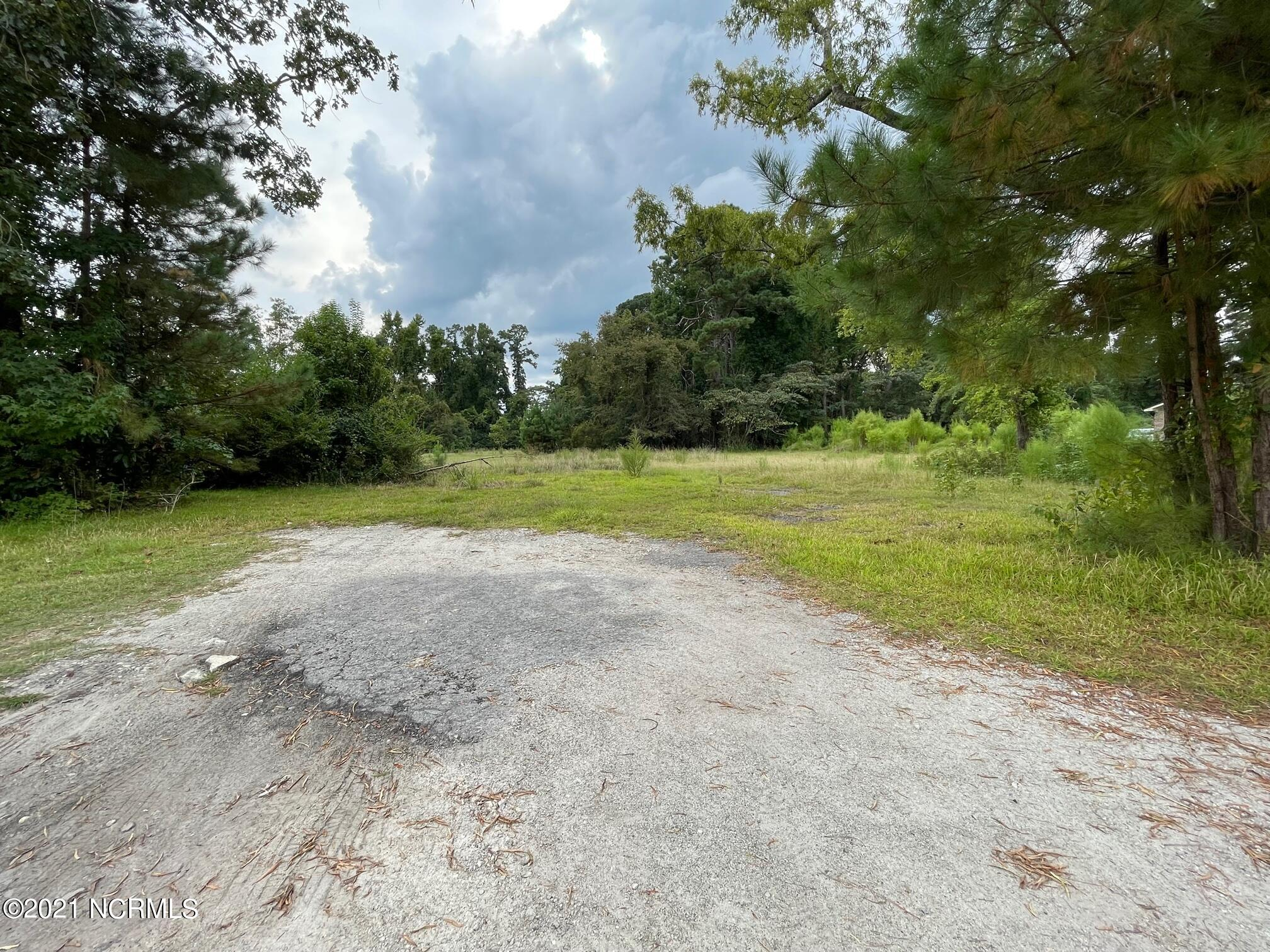 If you've been searching for an almost half acre buildable lot in the City Limits of Jacksonville close to shopping and entertainment, you FOUND it here! This lot previously had a home on it, so it will be an easy connection to electric and water/sewer. Call today to snag this lot!