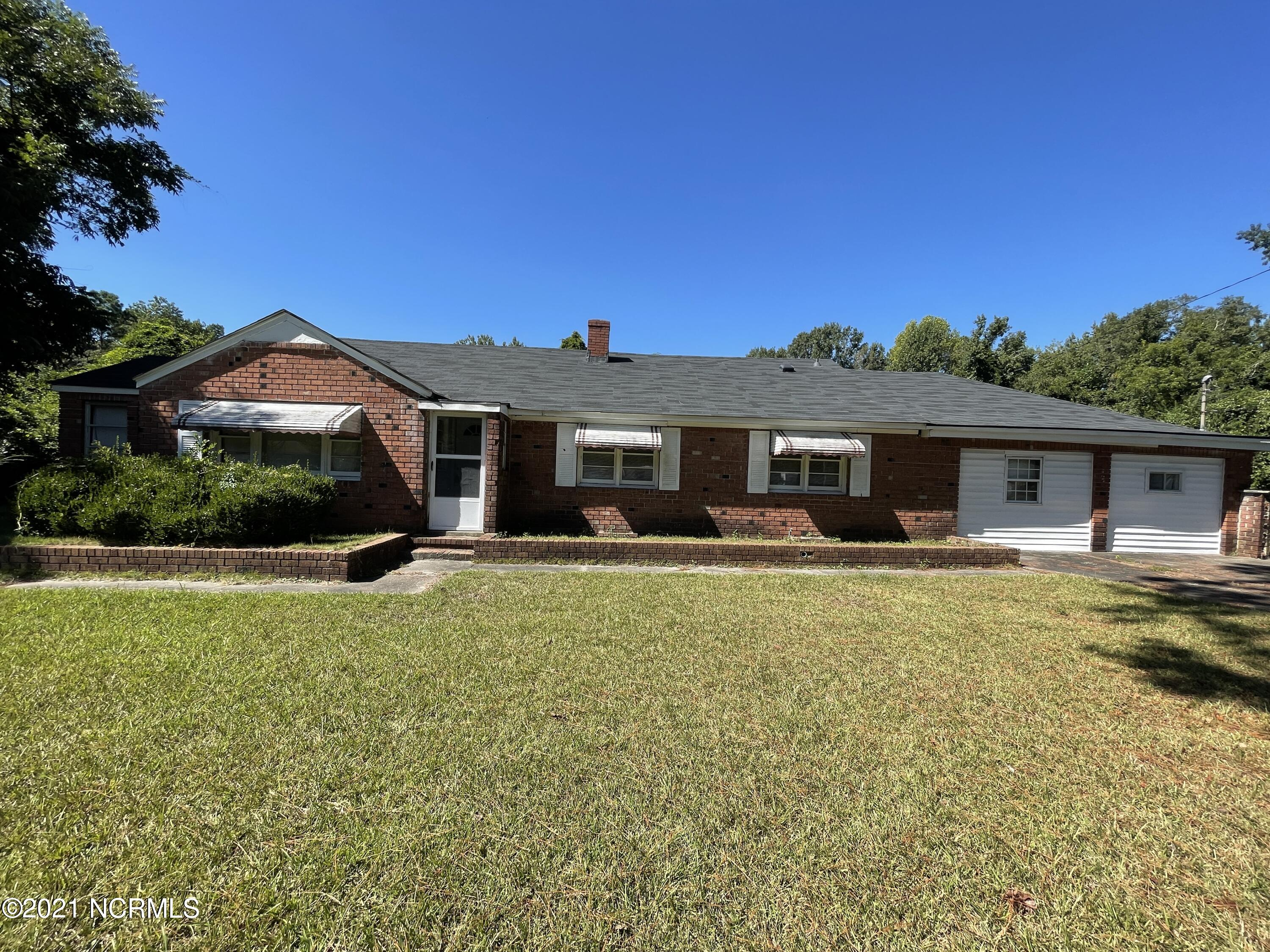 INVESTOR SPECIAL!  If you are looking for a house to work on you have found it.  This 4 bedroom, 1 bath house sits on over 2 acres right in the heart of Jacksonville.  Home is being sold AS IS only and utilities will not be turned on.