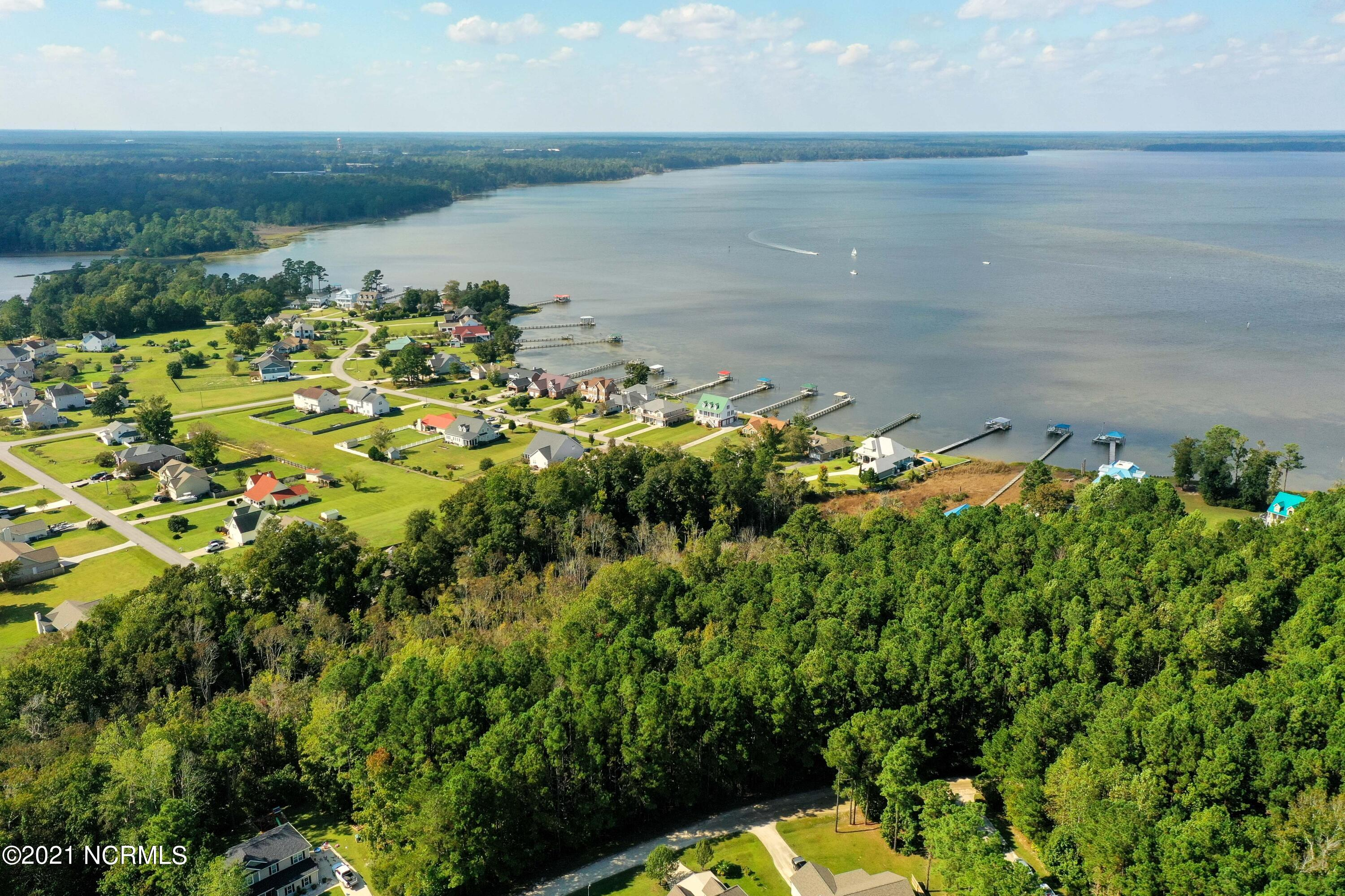 Beautiful building lot close to Topsail Island beaches, base, Wilmington and Jacksonville. Come take a look!