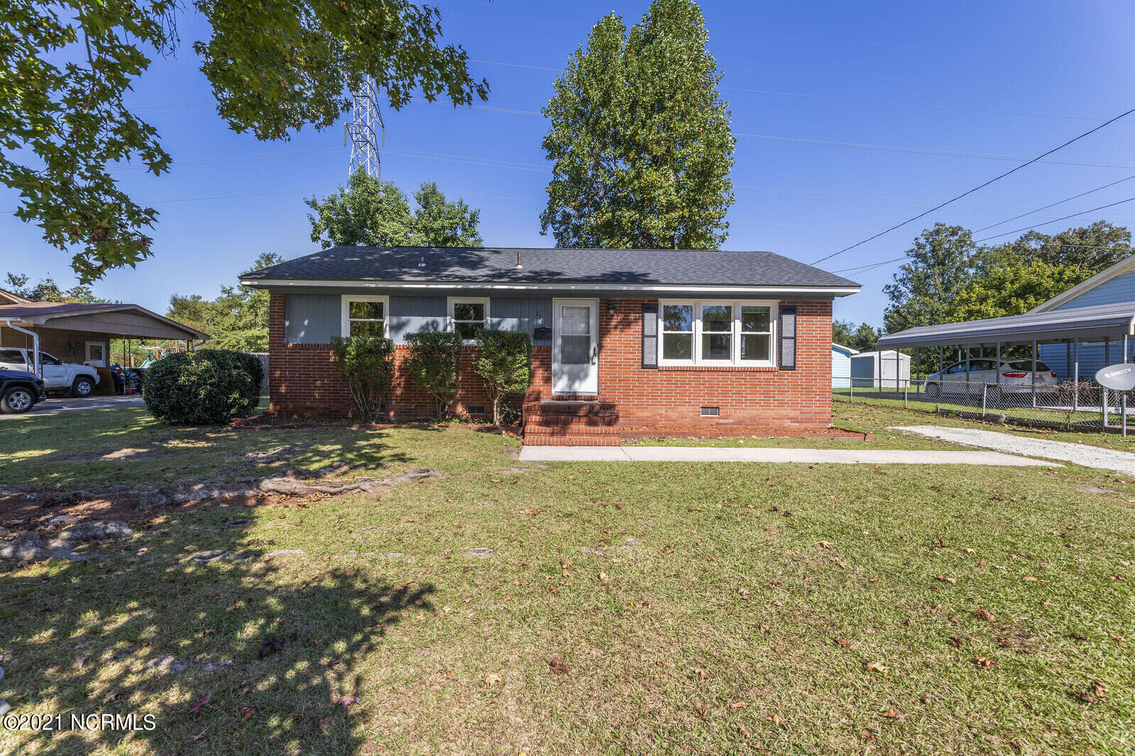 This beautiful remodeled 3 bedroom and 1 1/2 bath home is located in the heart of Jacksonville. This home features a newly remodeled kitchen with all new appliances, beautiful hardwood flooring in the living room and bedrooms, and a new roof in 2016! This home is a must see!