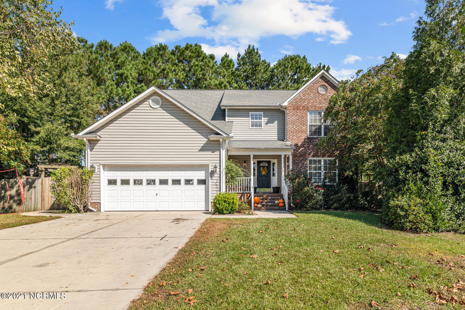A Northwoods GEM! Beautiful home situated on a cul-de-sac lot. Close to EVERYTHING. Schools, shopping, restaurants, soccer fields, you name it! This home features four bedrooms, 2.5 bathrooms, two living rooms, a formal dining room, a gorgeous updated kitchen, the list goes on and on! Downstairs you'll find an adorable eat in nook off the kitchen that leads into the family room and then out to your fenced in backyard. The formal dining room is adjacent to the kitchen which makes entertaining a breeze. The second living room serves numerous purposes - office, play room, kid hang out space, craft space, you name it! Upstairs you'll find the generously sized master suite/bath/closet. Plus three additional bedrooms (each with their own walk in closet and ceiling fan!) and another full bath! This home has all the space you could need. Come check it out today!