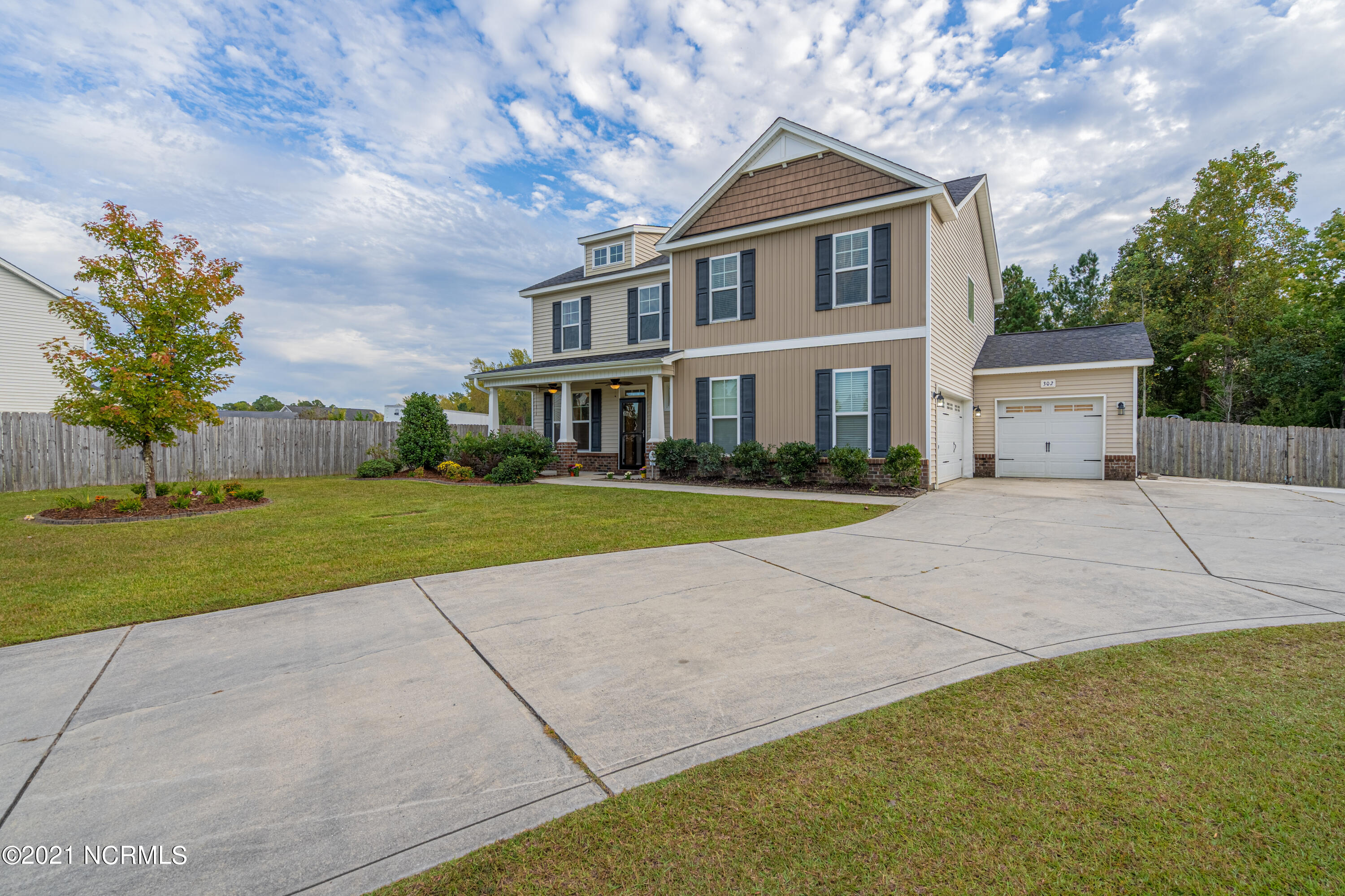 Turn Key Ready! This 4 bedroom, 2.5 bathroom home is hot on the market! Located near shopping and local schools! Neighborhood features community pool, side walks and ponds!