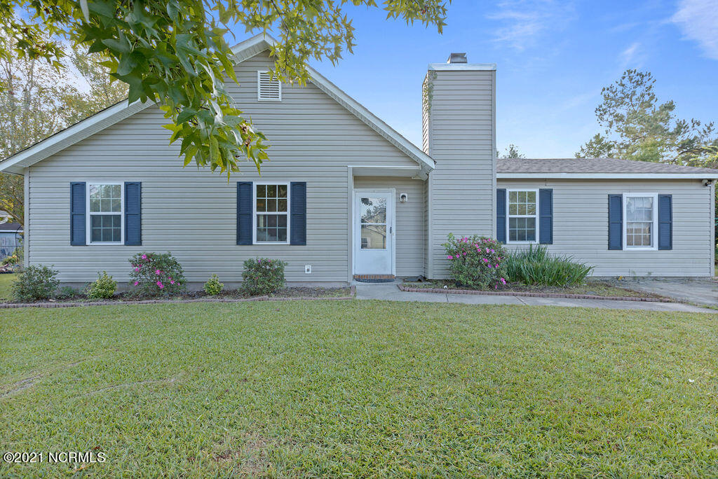 Beautiful home located outside city limits in a sweet cul-de-sac on a nice size lot. 3BR 1.5BA with bonus den. Check this one out today@