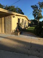 2853 Holly Point Jacksonville, FL 32277