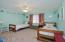 Upstairs Beds 3 & 4 share jack n jill bath between