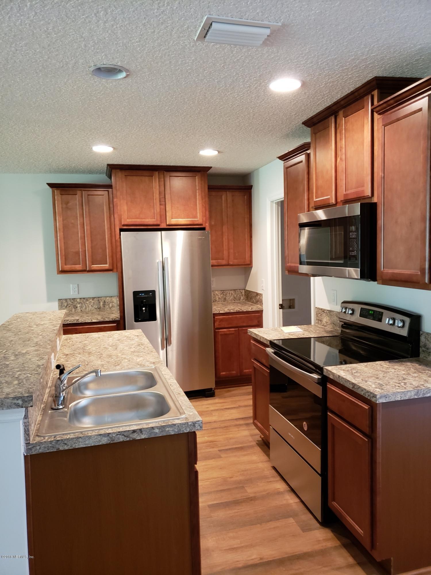 386 OLD JENNINGS, ORANGE PARK, FLORIDA 32065, 3 Bedrooms Bedrooms, ,2 BathroomsBathrooms,Residential - townhome,For sale,OLD JENNINGS,902798
