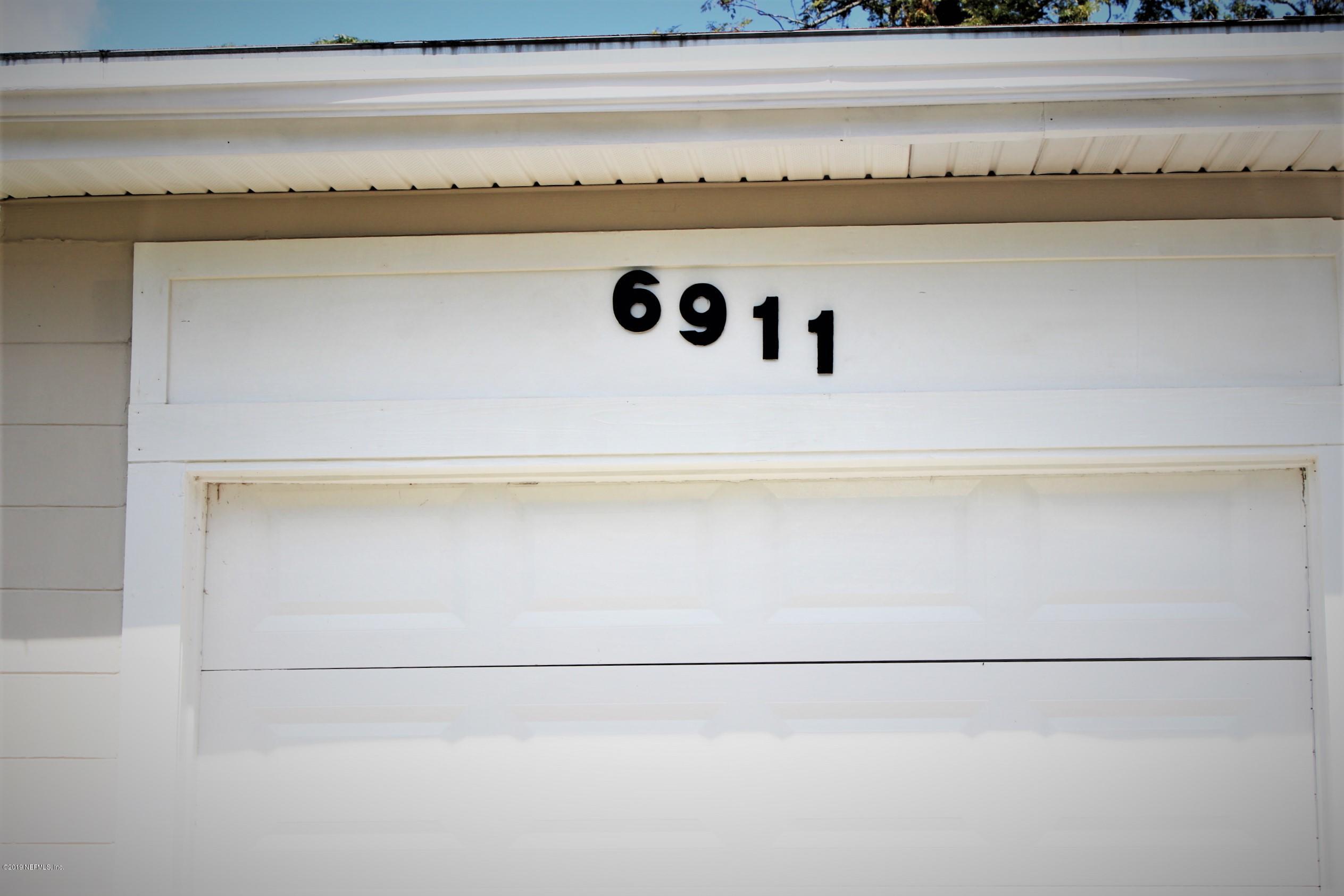 6911 Mayapple Rd