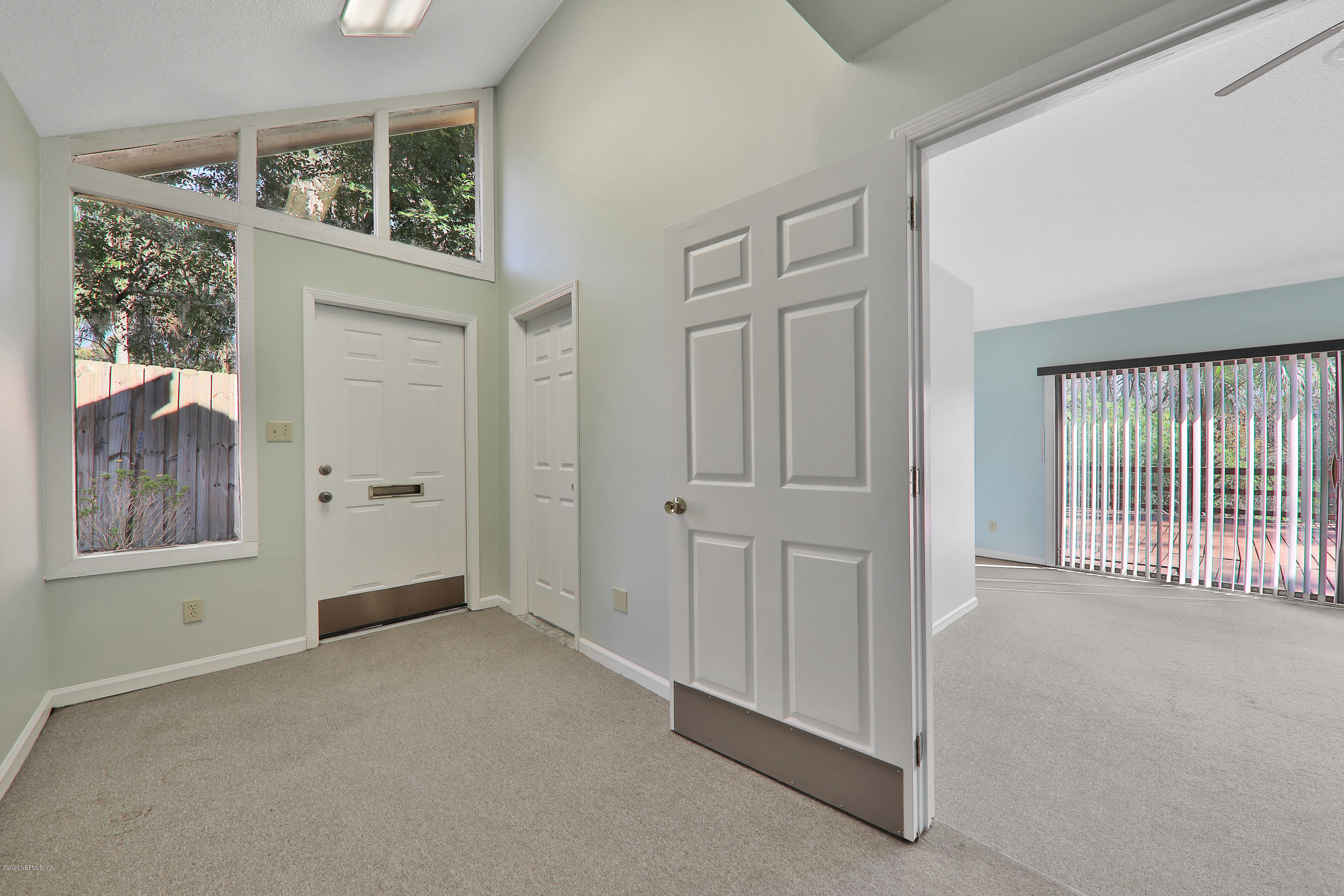 Image 15 of 35 For 4043 Baymeadows Rd