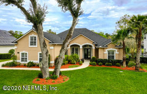 Beautifully Updated Pool Home in Plantation Oaks