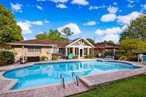 Beautiful Pool Home!