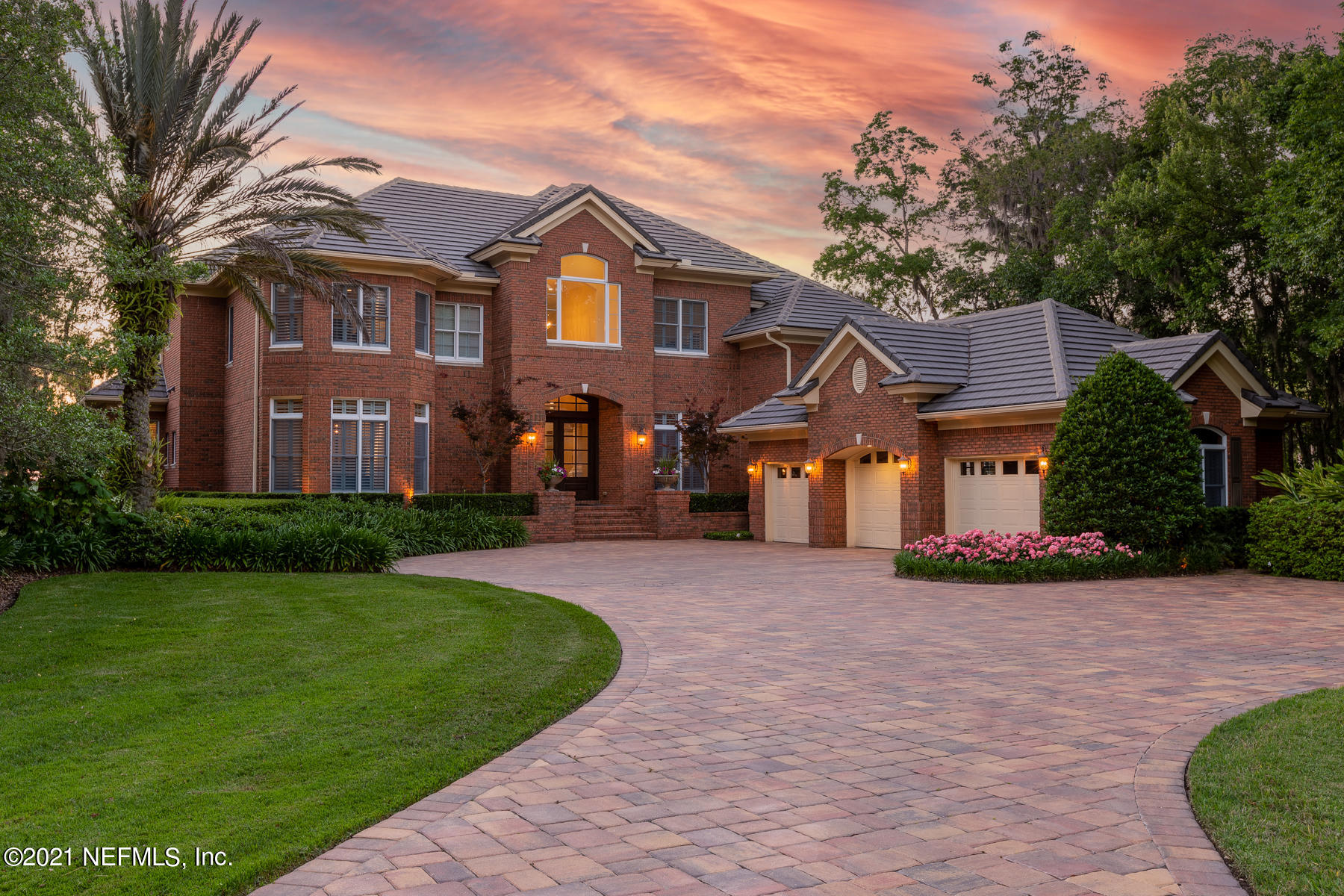 Truly extraordinary riverfront property is move-in ready & meticulously maintained w/ excellent floor plan. Breathtaking views of St. Johns river at every turn. Ideal family/kitchen combo. FR w/ custom built-ins, FP, hardwood flooring & motorized blinds. Gracious 2-story LR. Elegant DR. Downstairs owner's suite w/ separate sitting area & two-sided fireplace. Newly renovated, stunning bath w/ white marble & inviting soaking tub. Spacious his/hers closets. Library w/ full bath can also be downstairs guest BR. 3 U/S BR w/ ent. loft. Peaceful outdoor living is second to none w/ expansive yard, pool, dock, boat and jet ski lifts, 2-story entertainment boathouse. Incredible screened-in side porch w/ trex decking & summer kitchen. Pavered driveway, 3-car garage. Professional photos coming soon!