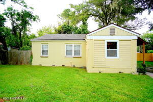 Cute home with fenced back yard!