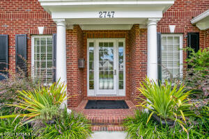 Rare to find a newer home in San Marco but here it is. 3 stories of beautiful quality finishes.