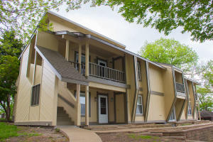 4 Grand Lake Dr, Apt 5, Monkey Island, OK 74331