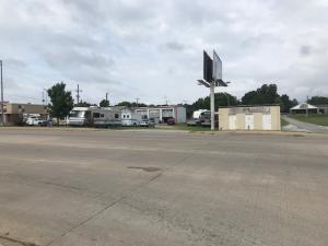 2020 S Main St, Grove, OK 74344