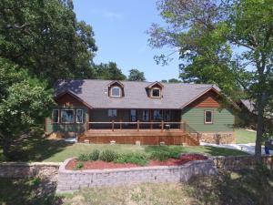 1825 Rockwood Ln, Grove, OK 74344