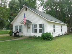 323 N Smith St, Fairland, OK 74343