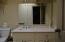 25 - UL Bed Room 1 en suite bath pic 2