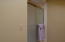 29 - UL Bed Room 2 en suite bath pic 2