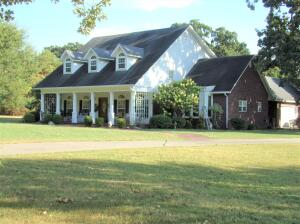 Newly Listed in Wildwood Farms! Now offering this beautiful home in peac