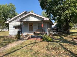 420 W Park St, Cherryvale, KS 67335