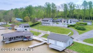 House with guest wing, 3 docks & boathouses