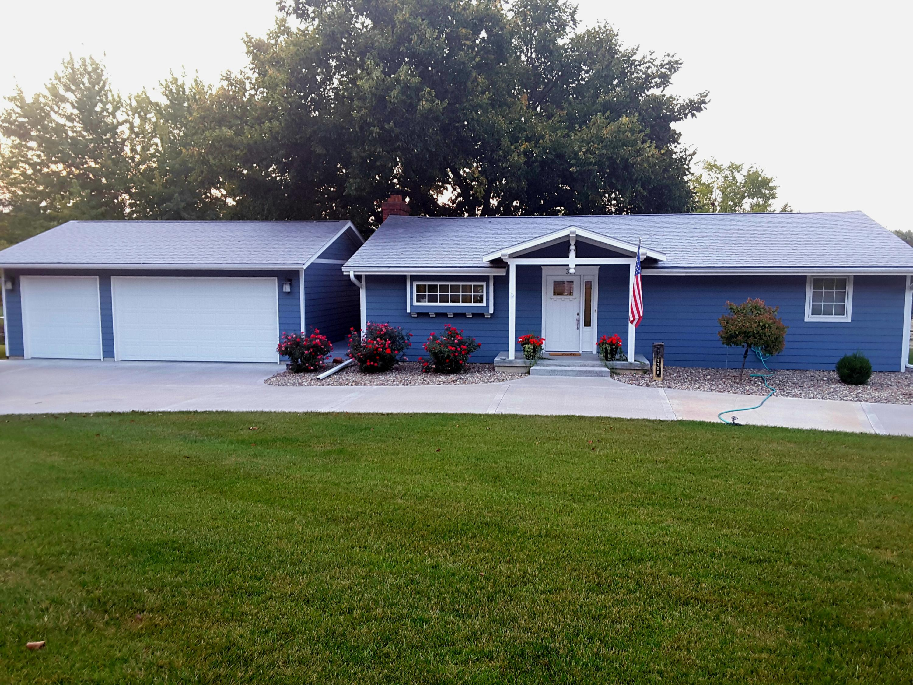 321 E 16TH Street, Maryville, Missouri 64468, 3 Bedrooms Bedrooms, ,3 BathroomsBathrooms,Residential,16TH,3910