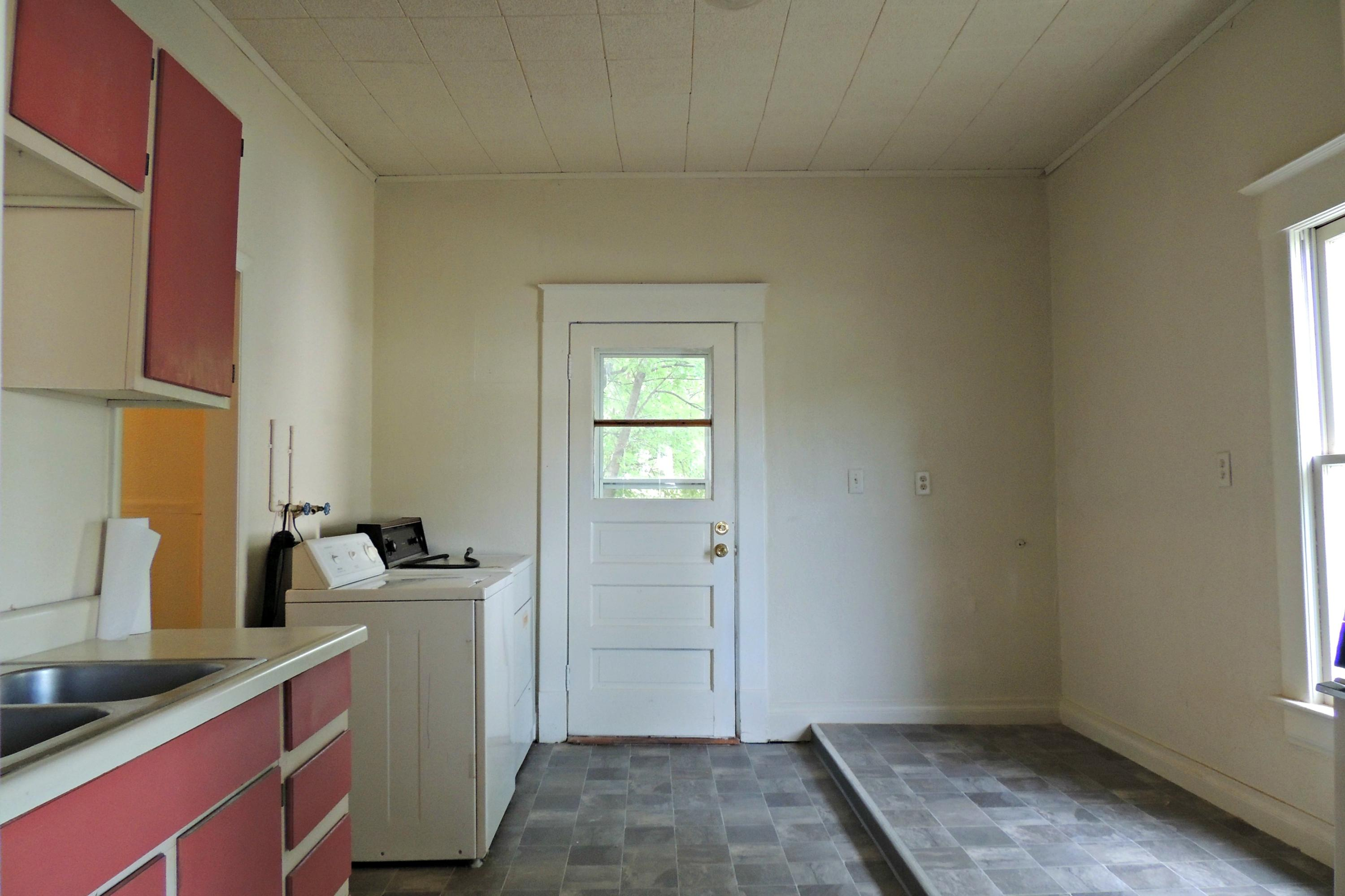 816 E 4TH Street, Maryville, Missouri 64468, 2 Bedrooms Bedrooms, ,1 BathroomBathrooms,Residential,4TH,4201
