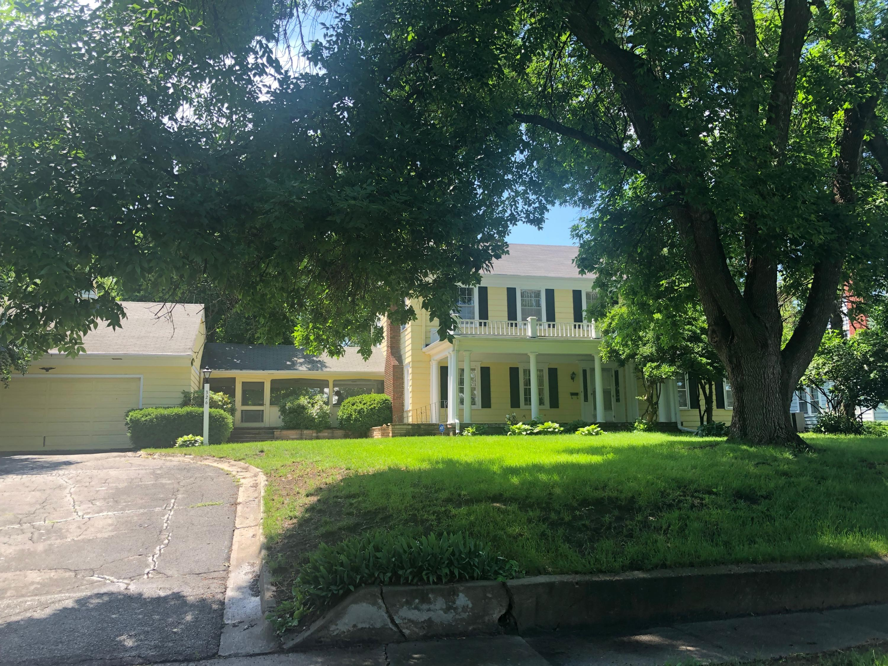 326 GRAND AVE, Maryville, Missouri 64468, 4 Bedrooms Bedrooms, ,3.5 BathroomsBathrooms,Residential,GRAND,4503