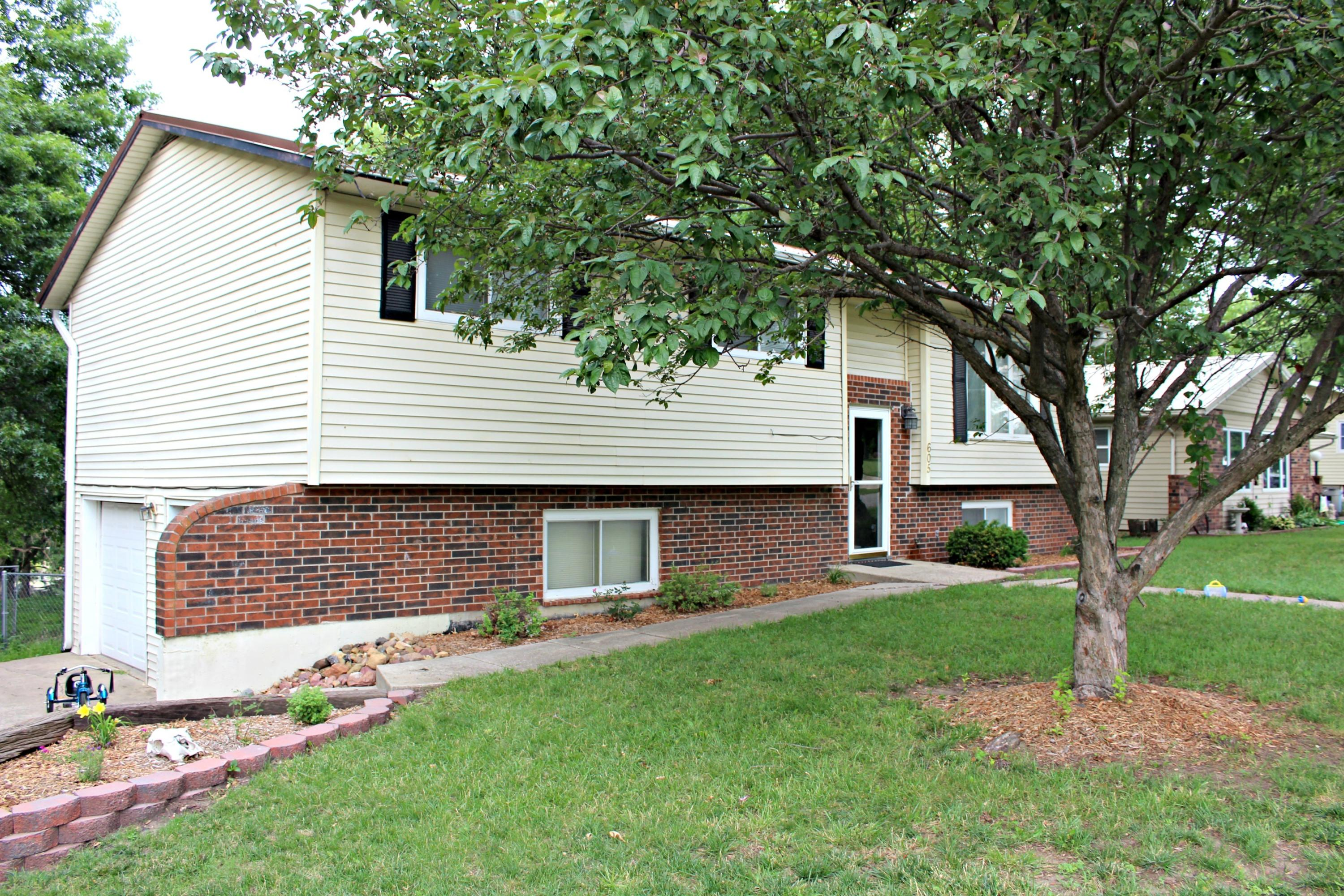 605 E 14TH Street, Maryville, Missouri 64468, 3 Bedrooms Bedrooms, ,2 BathroomsBathrooms,Residential,14TH,4789