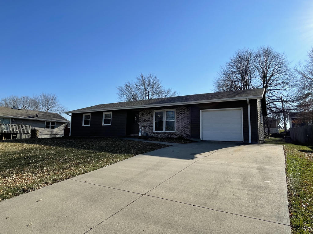 606 W 16TH Street, Maryville, Missouri 64468, 3 Bedrooms Bedrooms, ,2 BathroomsBathrooms,Residential,16TH,4916