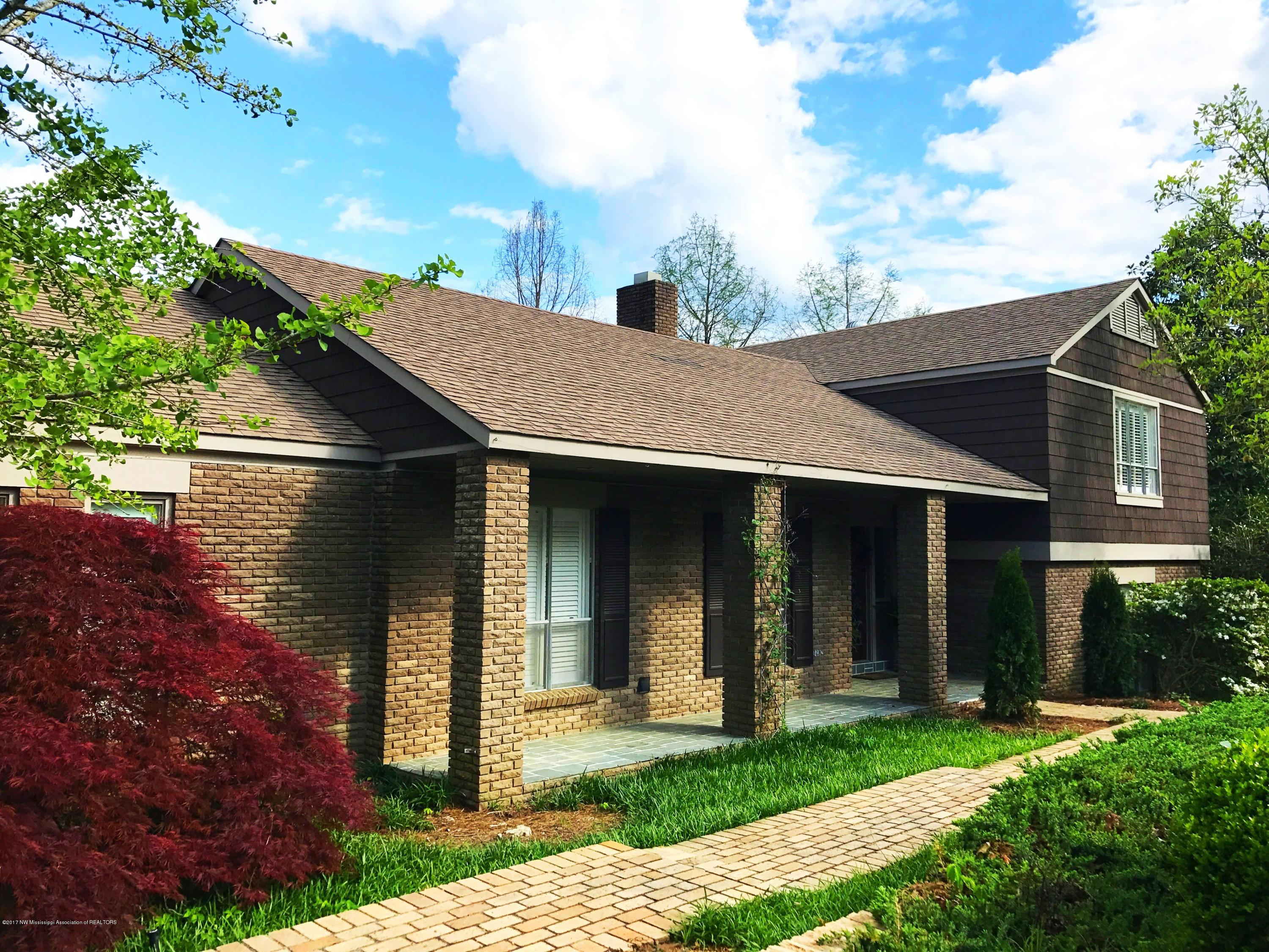 244 Country Club, Panola, Mississippi 38606, 4 Bedrooms Bedrooms, ,5 BathroomsBathrooms,Residential,For Sale,Country Club,309622